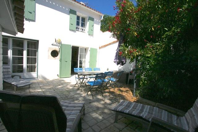 Maison de village Saint Martin de R� (ref=RAO3826)