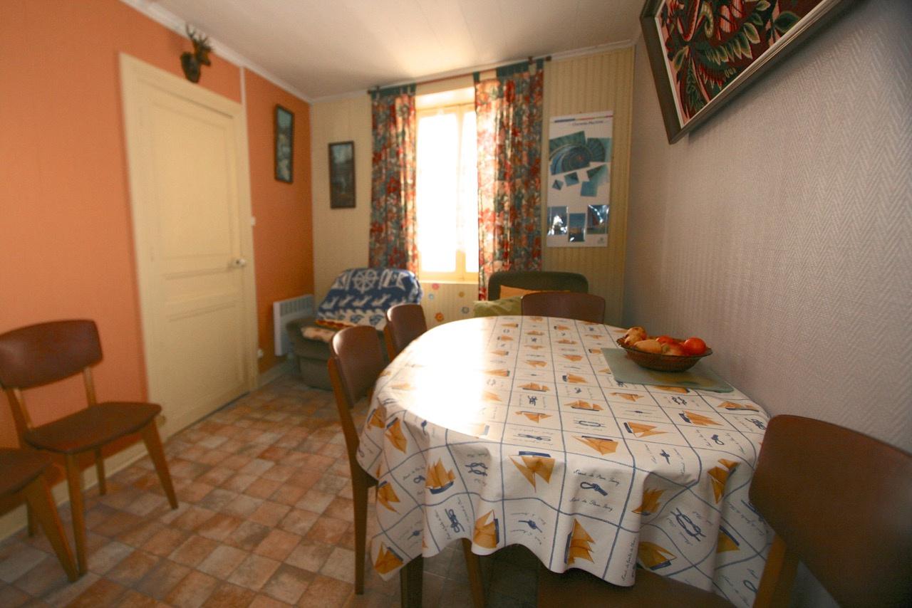 Maison de village Ars en R� (ref=3787)