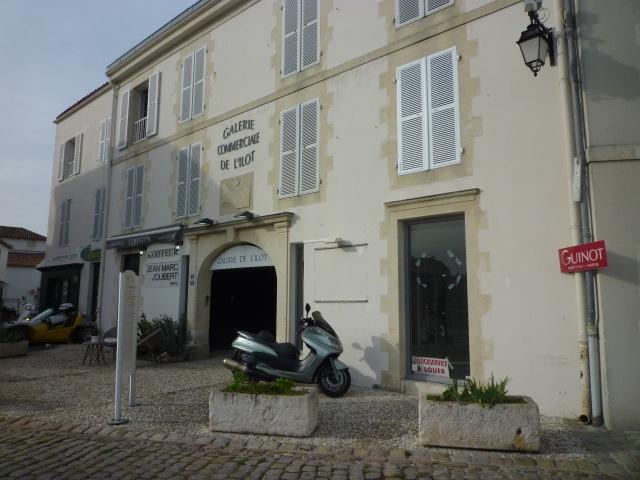 Murs commerciaux Saint Martin de R� (ref=COMM 8010)