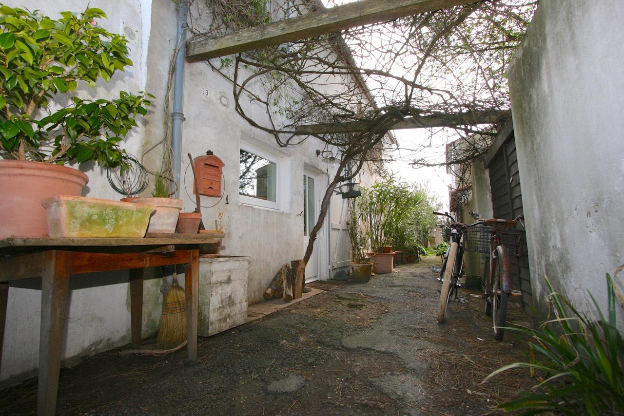 Maison de village Loix en R� (ref=3756)